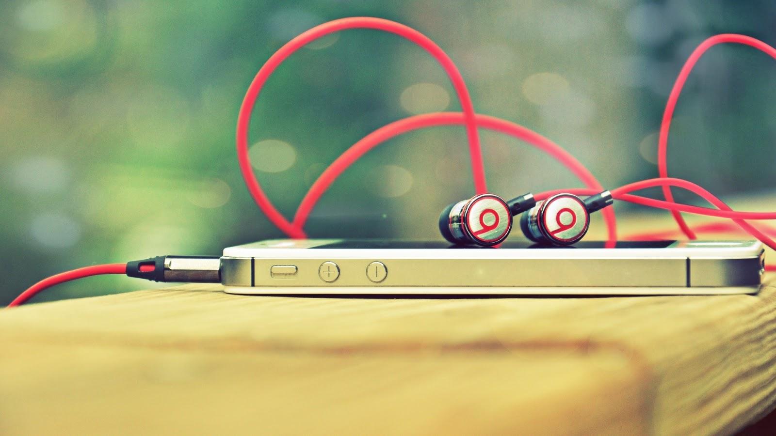 Iphone 4s beats headphones